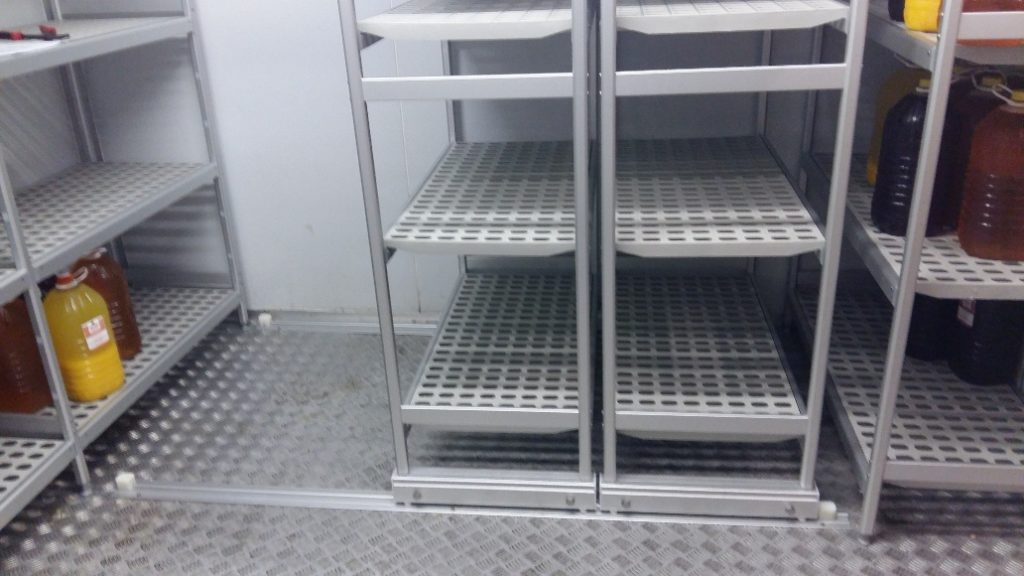 italmodular modular shelf shelving roller shelves by wall supplied by Sycro Distribution